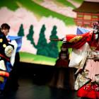 Japonska jesen - lutkovna predstava Yoshitsune in tisoč cvetočih češenj (foto Miha Sagadin)